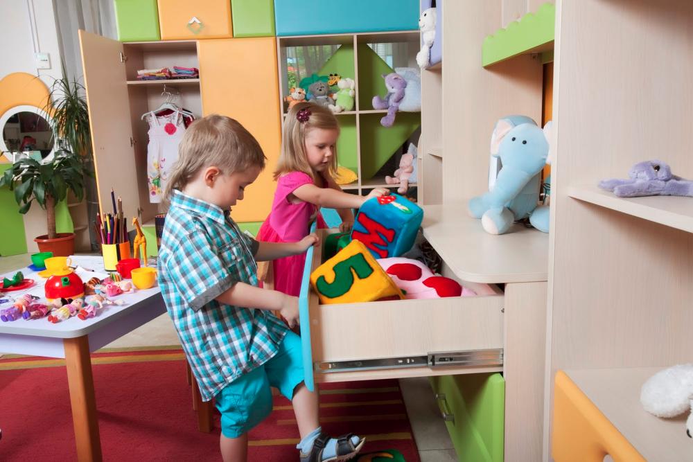 Как быстро и продуктивно убрать в детской комнате