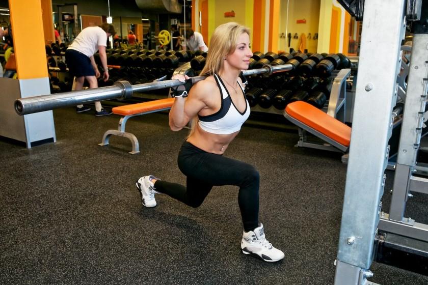упражнения со штангой для девушек дома