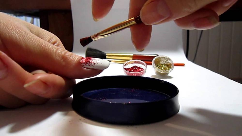 как правильно наносить блестки на гель лак
