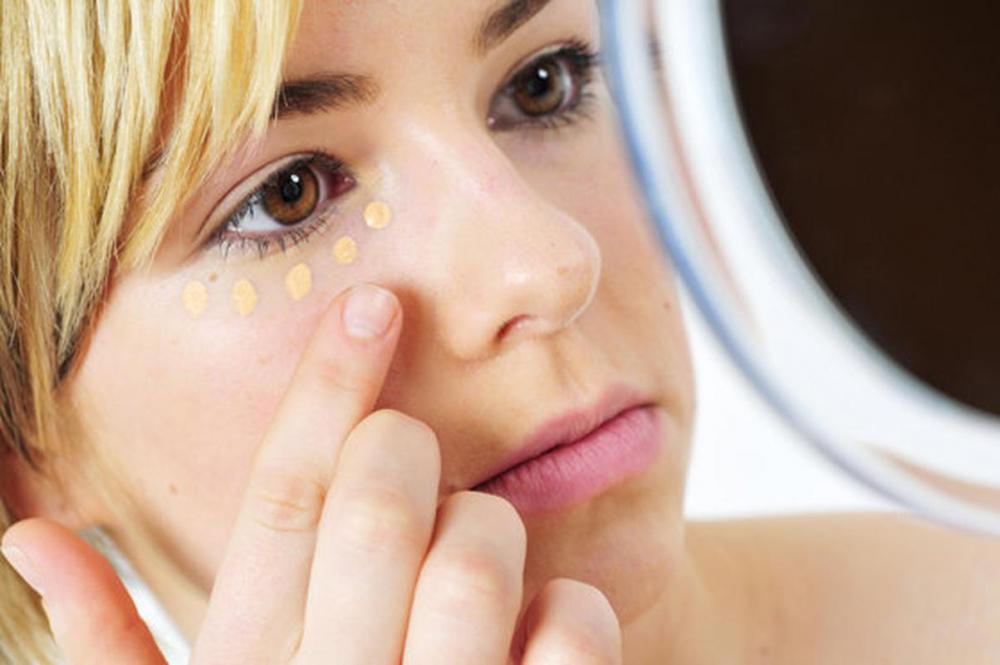 Круги под глазами: техника маскировки | Passion.ru
