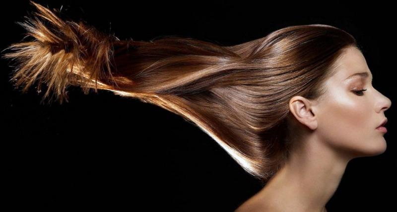красивыми волосами