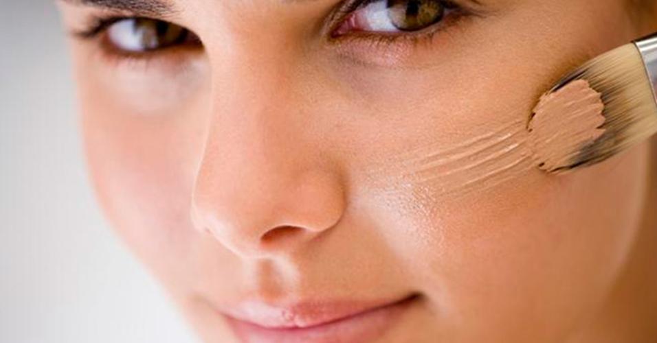 скрыть прыщи с помощью макияжа
