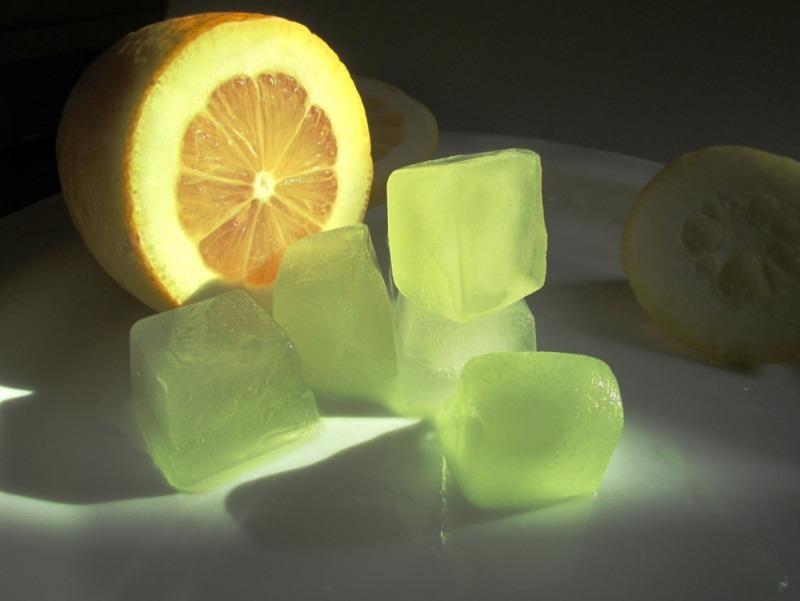 Кубики льда для лица. Полезно ли умывание льдом