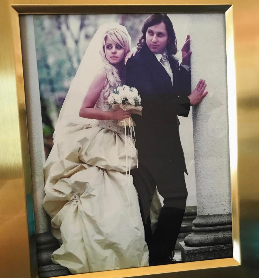 Ангел мой!!!»: Александр Ревва показал страстный поцелуй с женой ...