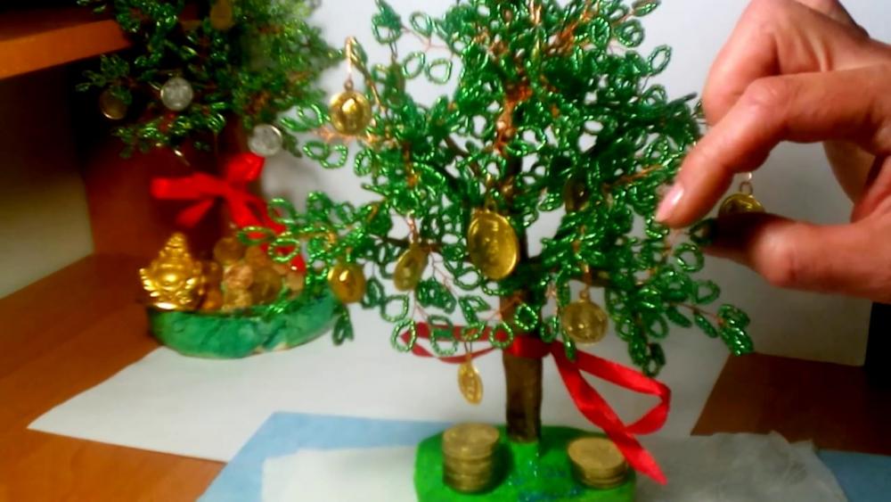 Как сделать????Денежное дерево из бисера. Богатсво своими руками ...