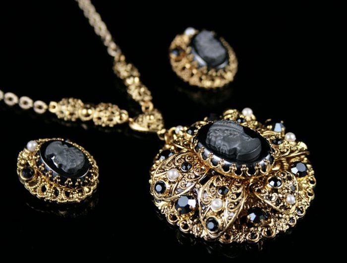 Железная роза» или «черный алмаз» гематит