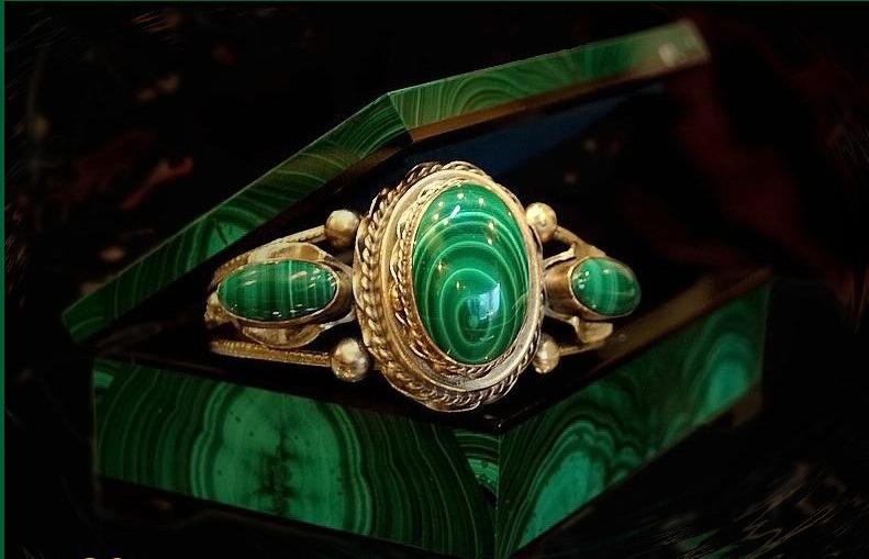 камень малахит магические свойства и кому подходит