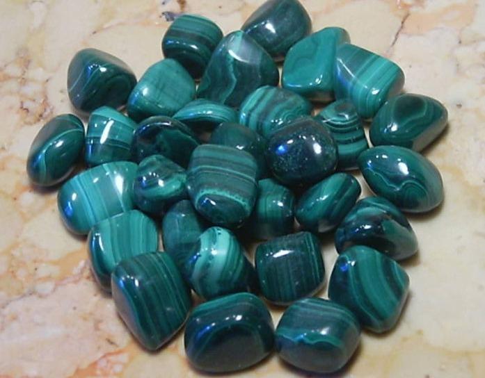 МАЛАХИТ - лечебные и магические свойства | Мир камней