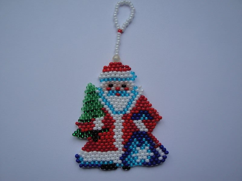 Дед мороз из бисера и новогодние персонажи своими руками