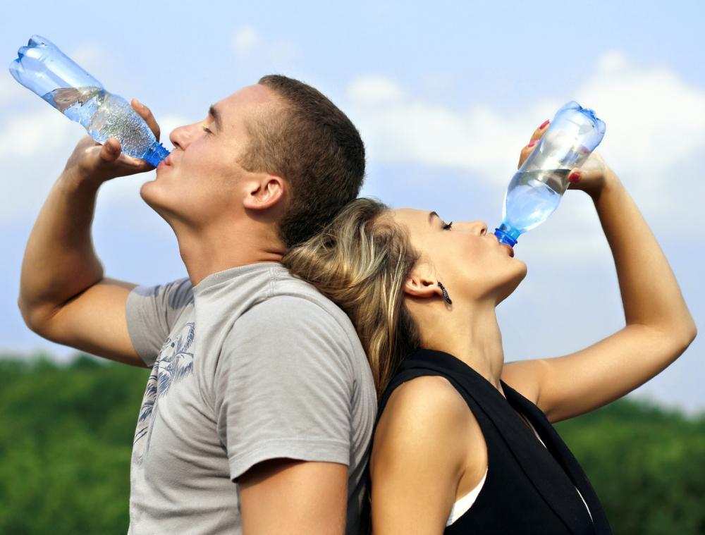 Сколько воды нужно пить, чтобы похудеть, когда ее пить