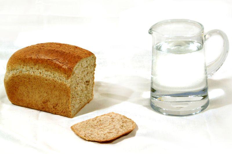 Сажусь на строгую диету на хлебе и воде