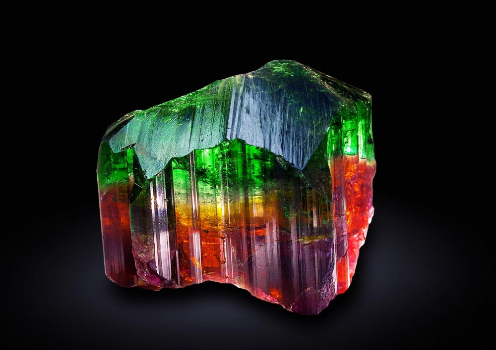 Турмалин. Описание, свойства, происхождение и применение камня.