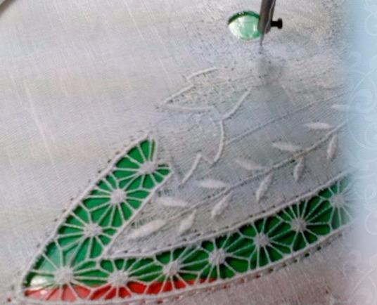 Машинная вышивка Бриды Паучок - YouTube